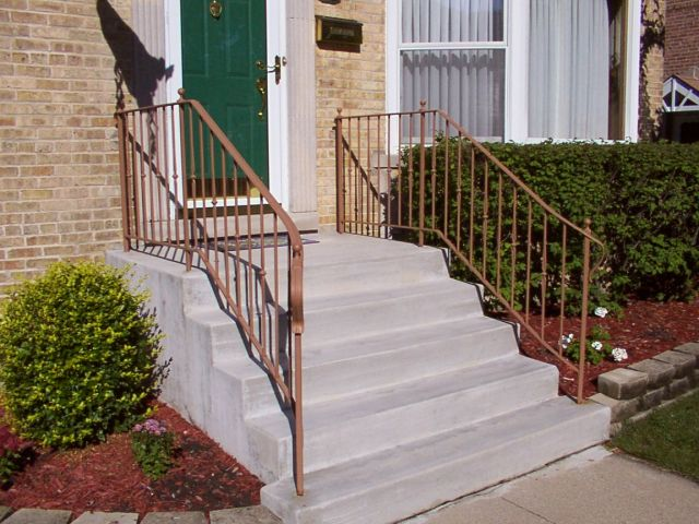 """Ronde"" style railing with optional flaired front and ball finials.  Color: Chestnut"